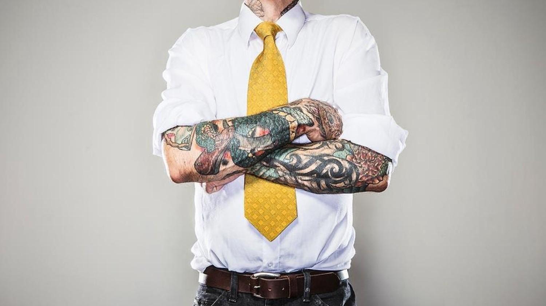 Discriminar funcionários por tatuagens é ilegal e dá processo