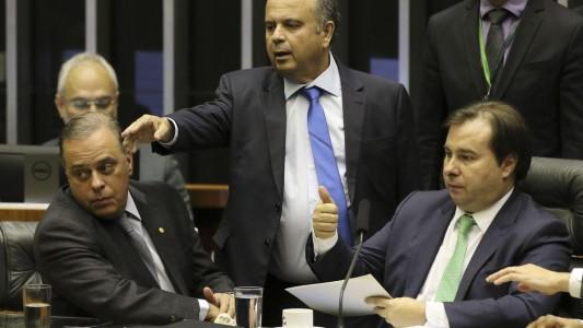 Câmara rejeita destaques e conclui votação da minirreforma trabalhista