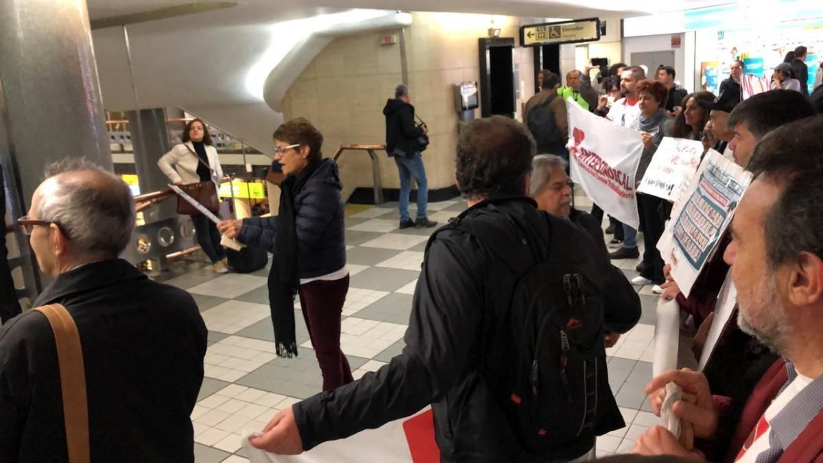 Intersindical pressiona deputados no Aeroporto em defesa da aposentadoria
