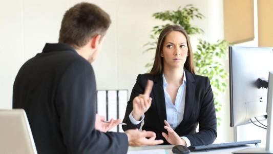 Justiça reconhece assédio moral de chefe que tratava empregada de forma grosseira