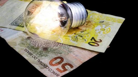 Brasileiro pagou R$ 32 bi por taxas de energia