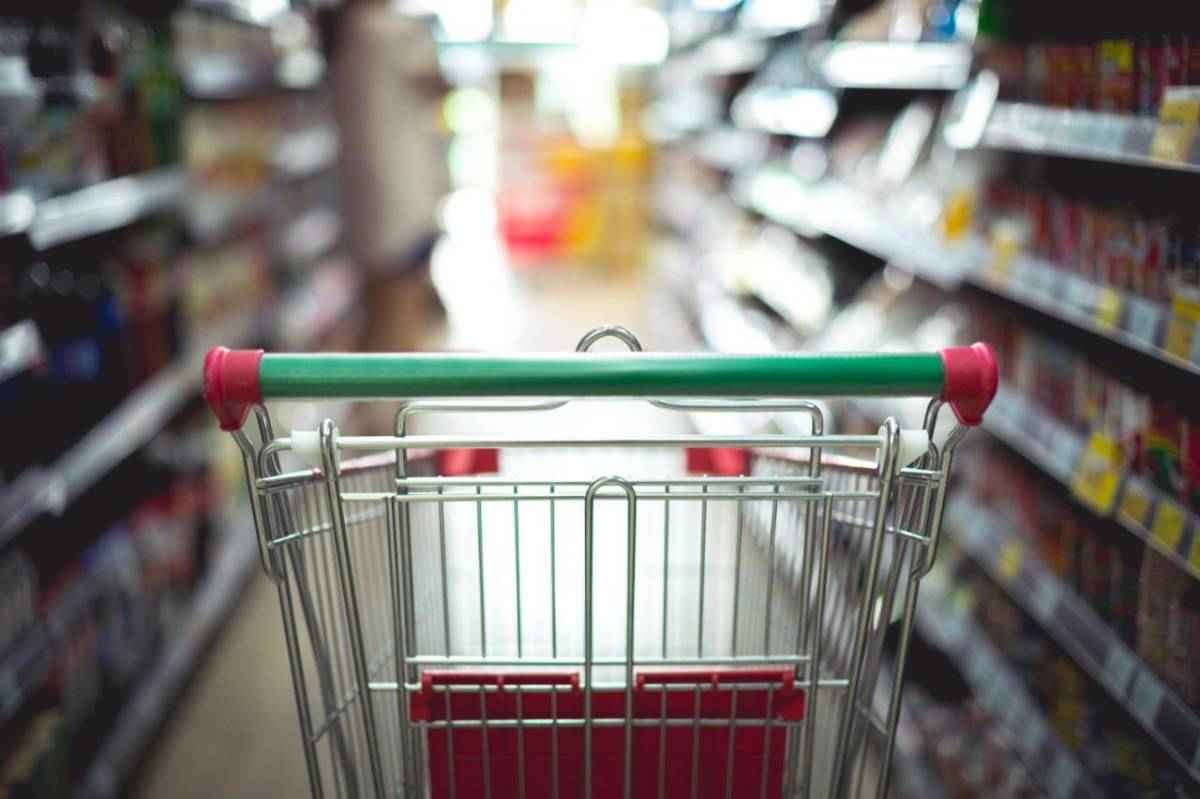 Alimentação pesa três vezes mais no orçamento dos pobres, diz IBGE