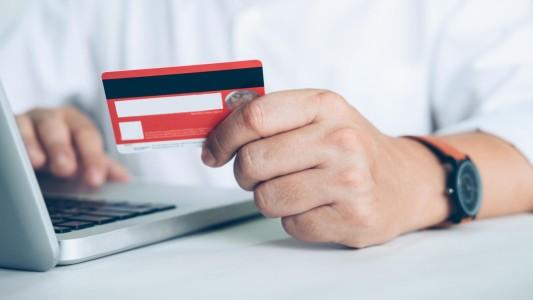 Banco terá que indenizar cliente que não conseguiu usar cartão no exterior