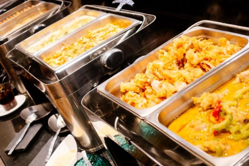Comer fora de casa consome 1/3 das despesas das famílias com alimentação