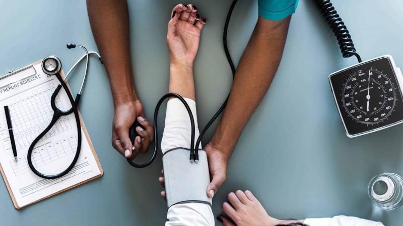 Pessoas com doenças graves podem pedir isenção do Imposto de Renda