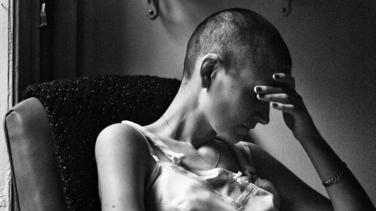 Santander demite bancária em tratamento contra o câncer