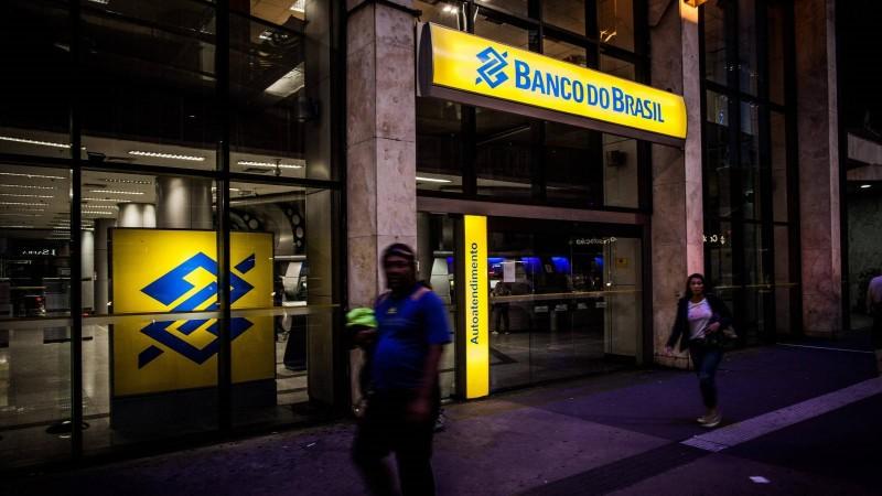 Bancos fecham 611 agências e demitem 5.542 funcionários em 12 meses
