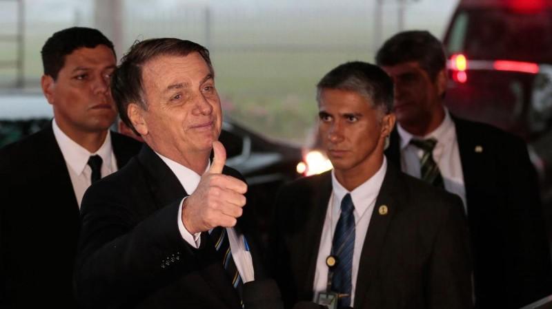 Bolsonarosolta MP e acaba com jornada de 6h para bancários