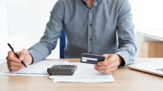 Juros do cartão de crédito e cheque especial sobem em novembro