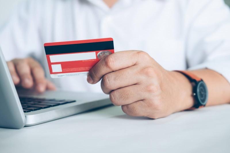 Juros do cartão de crédito sobem em dezembro