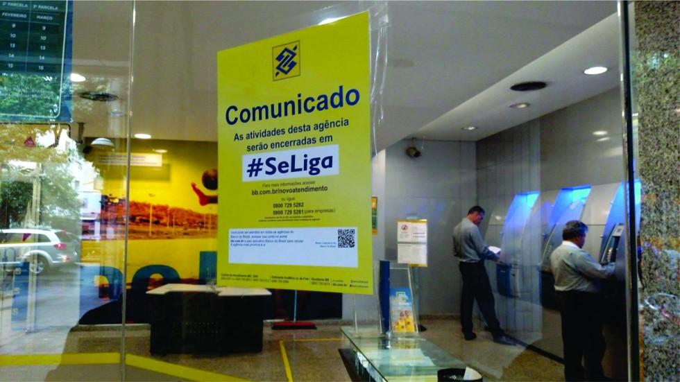 [Reestruturação prejudica funcionários e clientes do Banco do Brasil]