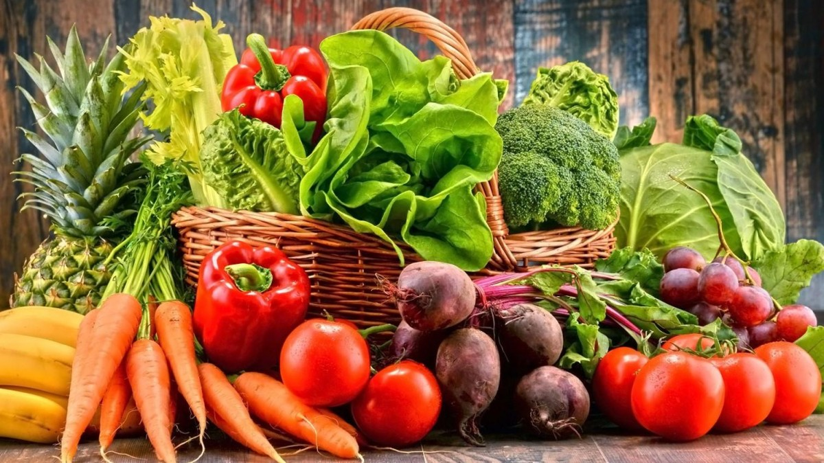 Comer frutas, verduras e legumes crus reduzem depressão, aponta estudo