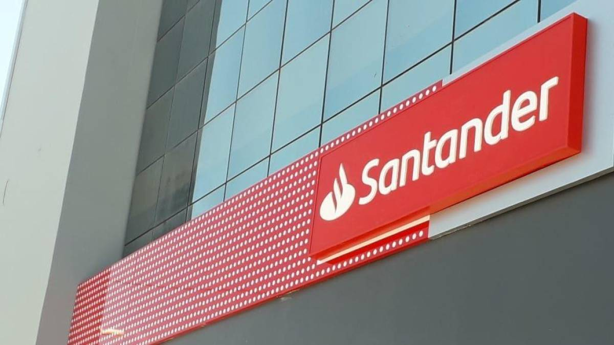 Coronavírus: Santander prometeu adiantar o 13º em abril