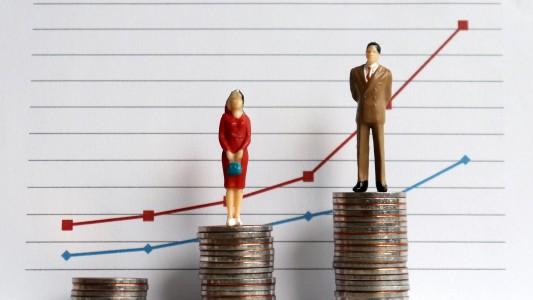 Diferença salarial entre homens e mulheres aumenta 5,6% no governo Bolsonaro