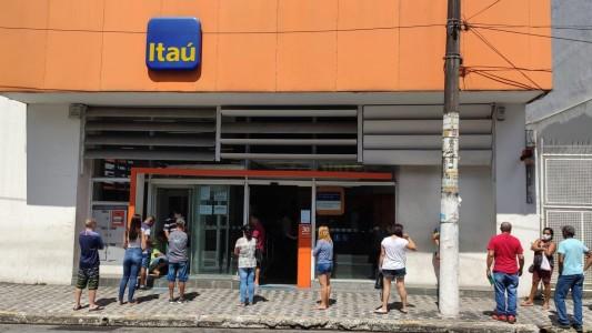 Itaú antecipará 13º aos bancários