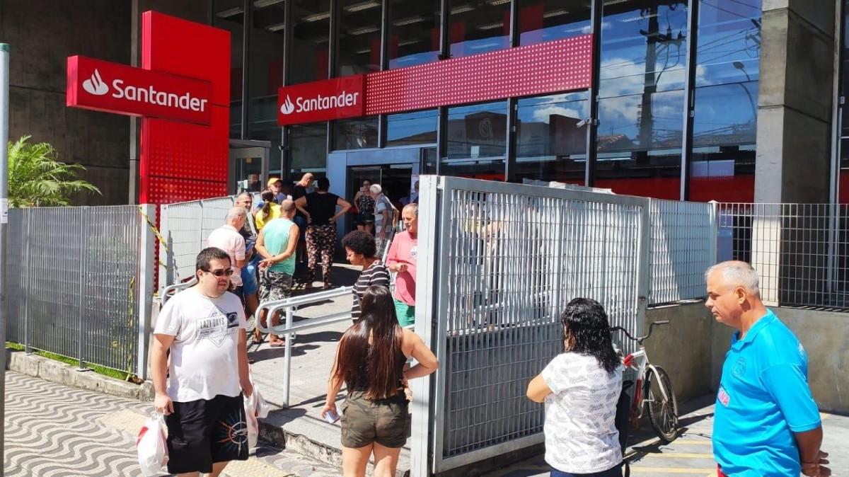 Santander se compromete a não promover demissões durante crise do coronavírus
