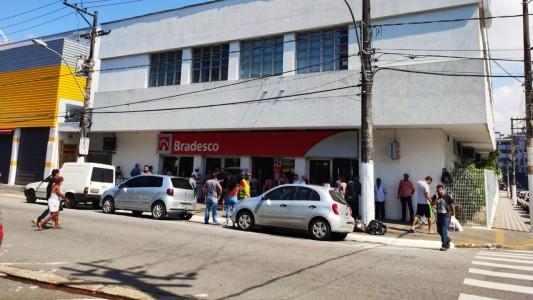 Bradesco assina manifesto pela não demissão, só na internet