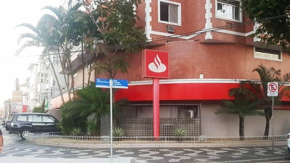 [Novo caso de Covid-19 faz Santander ter outra agência fechada em Santos]