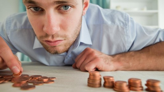Governo injeta R$1,2 trilhão nos bancos e reduz salários em até 70%