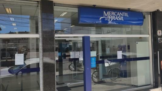 Mercantil arrisca saúde das pessoas com aglomerações em agências