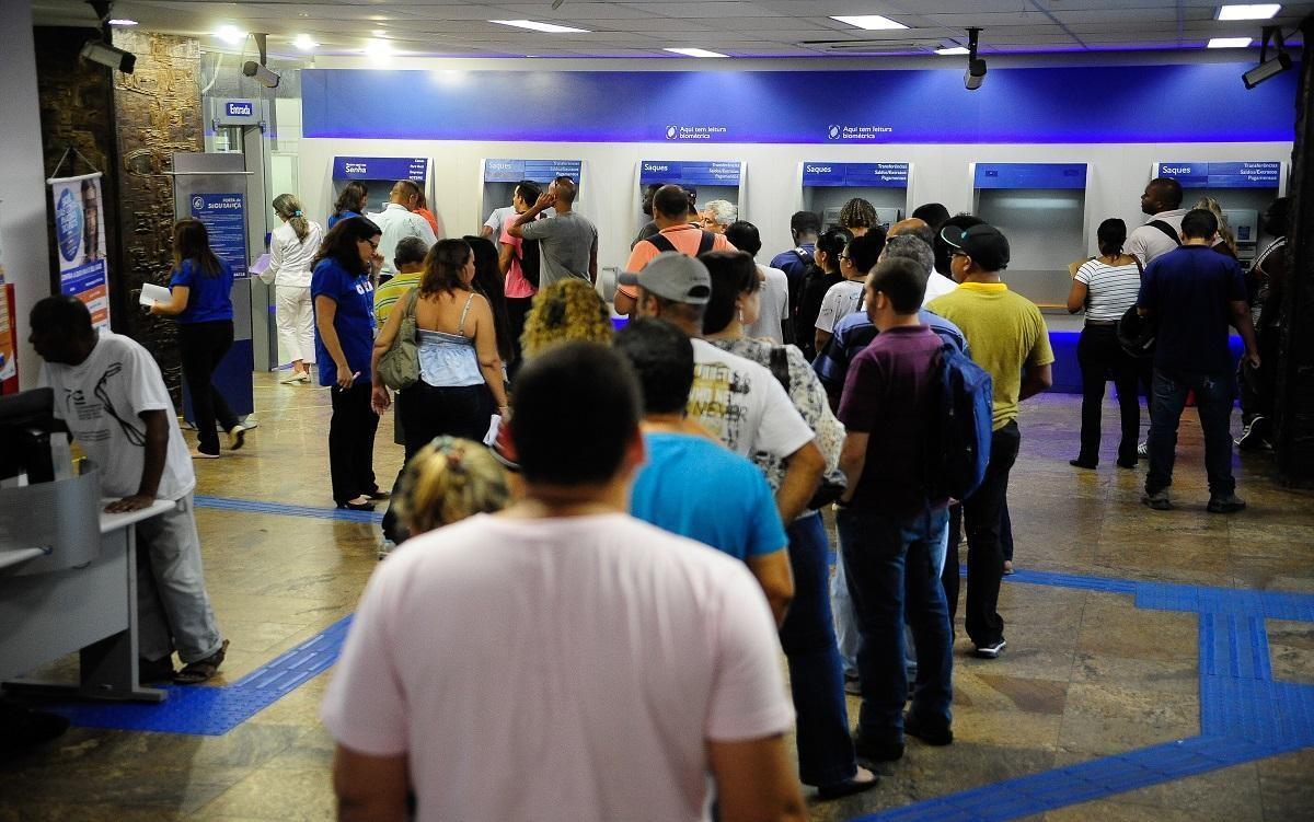 Representantes dos empregados pressionam e Caixa distribui EPIs