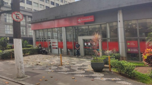 Santos tem foco de Covid-19 entre funcionários do banco Santander