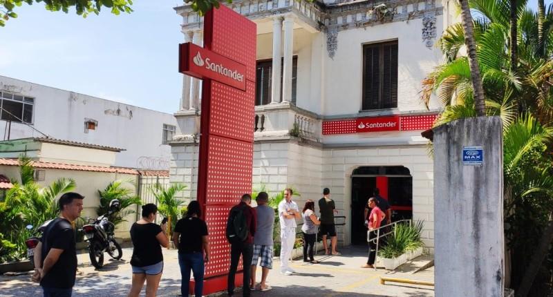 Bancária reverte justa causa e obtém liminar para sacar FGTS devido à pandemia