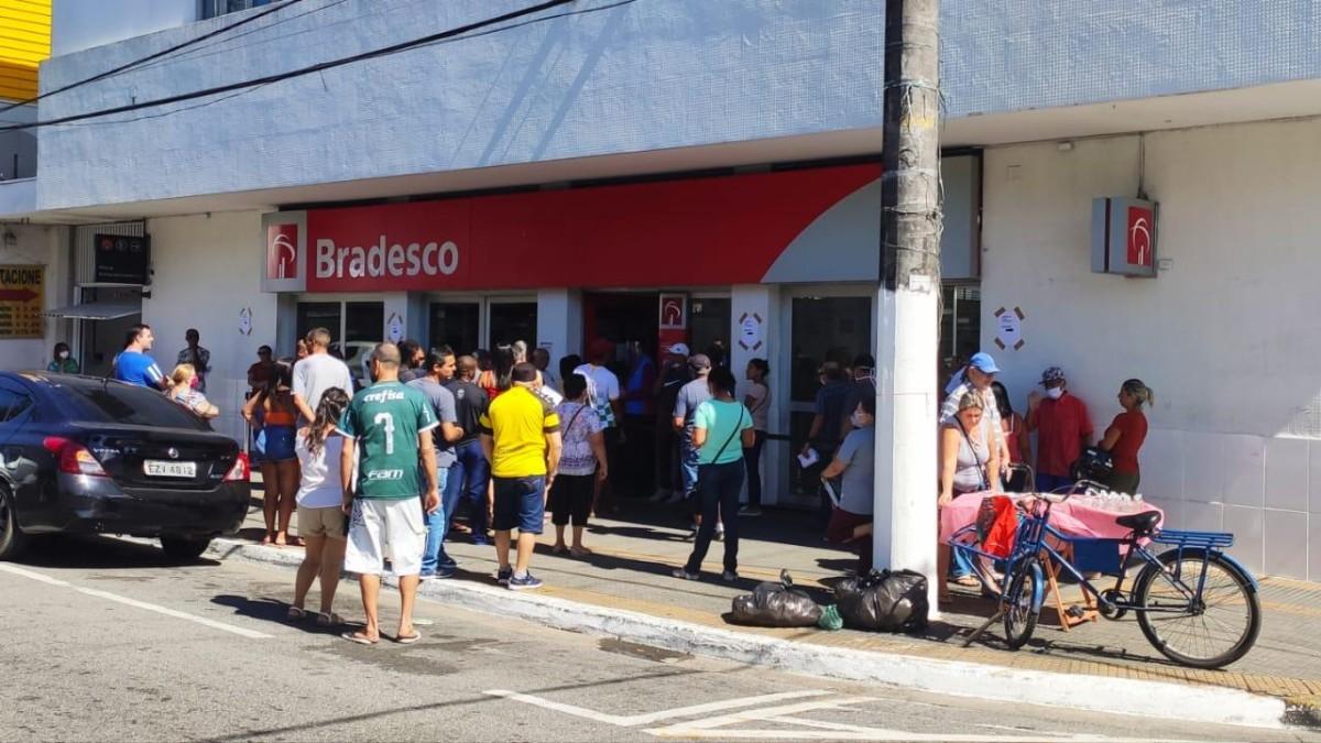 Bradesco afirma que vai fechar entre 320 e 330 agências em 2020