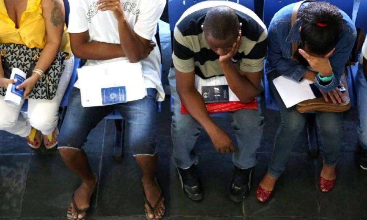 Suspensão de contratos e redução de salários empobrece 7,2 milhões