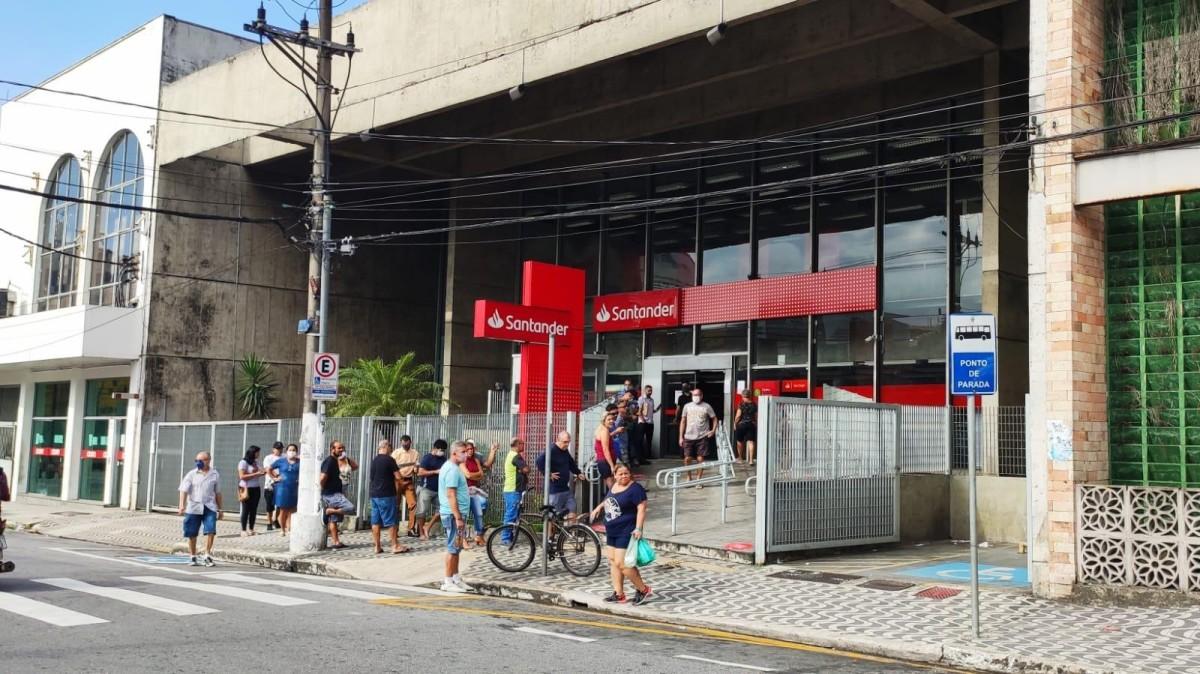 Protesto no Santander dá resultado em agência de São Vicente/SP