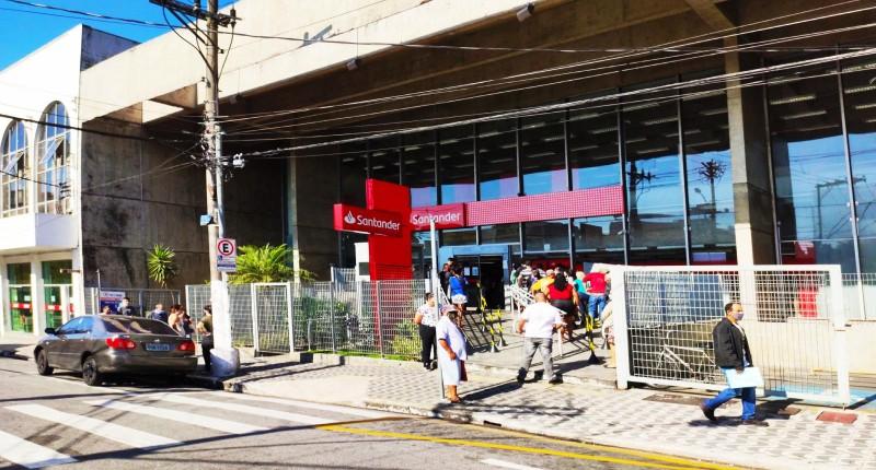 Santander é cruel e insalubre para os bancários e clientes