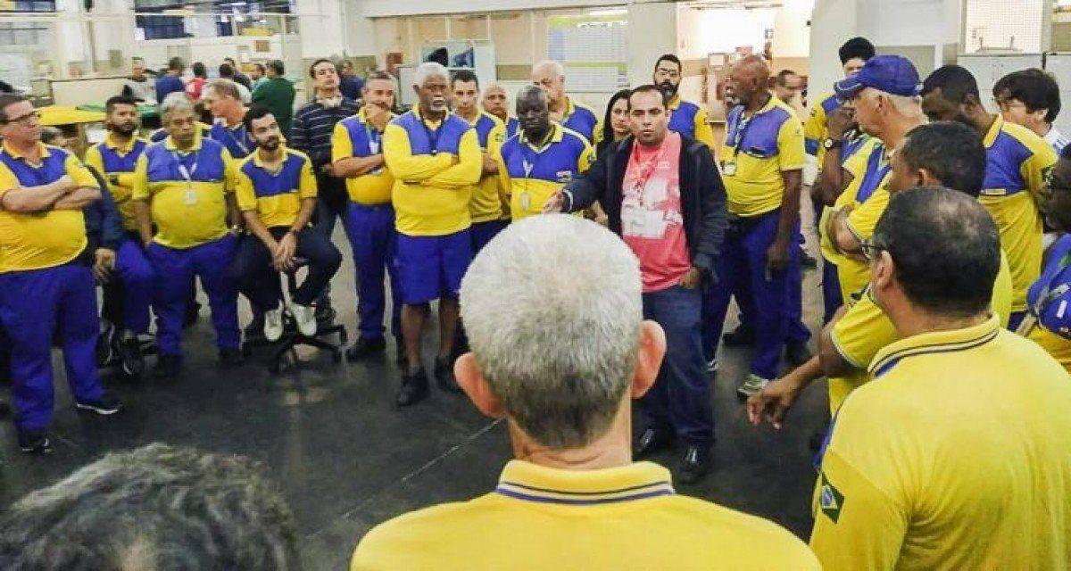 Correios em greve contra privatização e retirada de direitos
