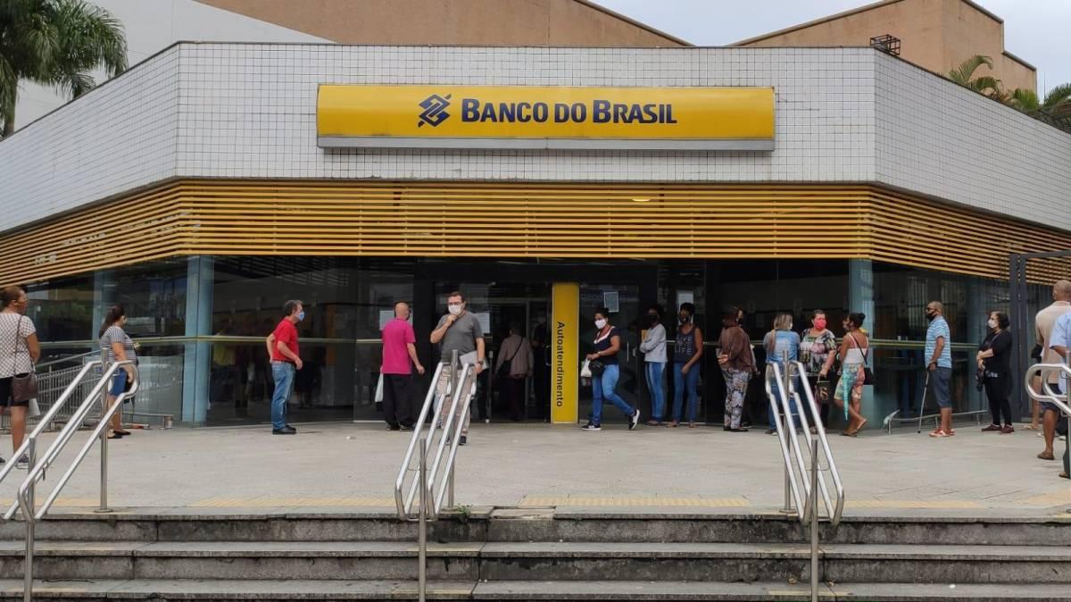 Funcionários entregam minuta de reivindicações para o Banco do Brasil