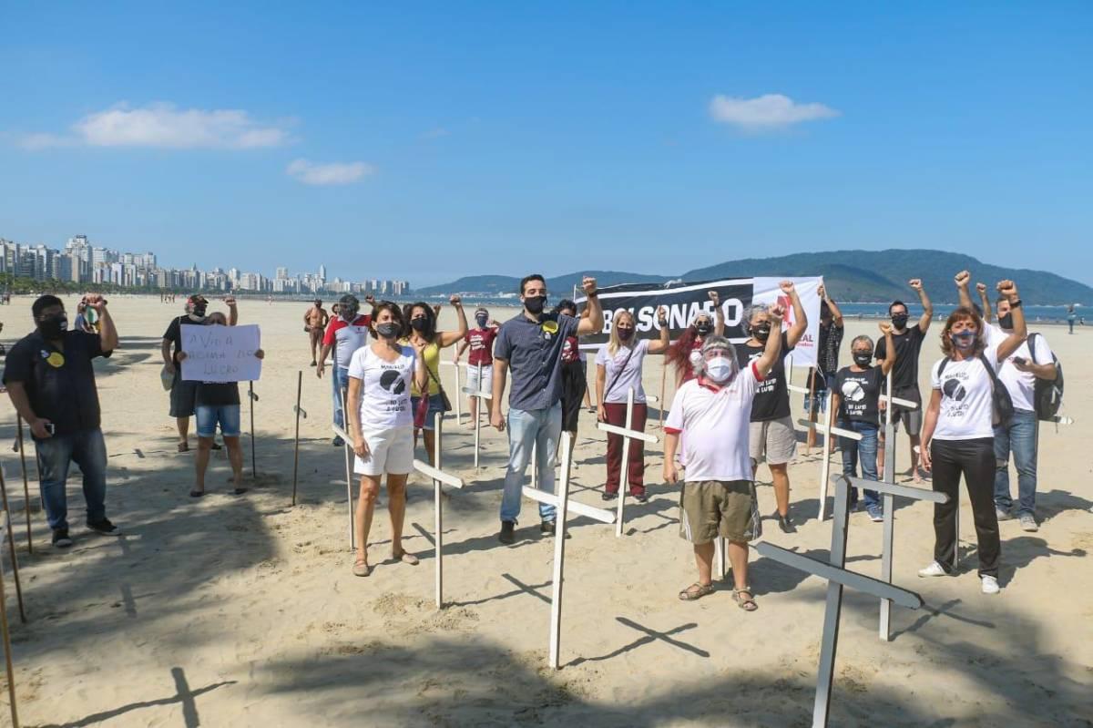 Intersindical protestou em Santos para lembrar 100 mil mortos no Brasil