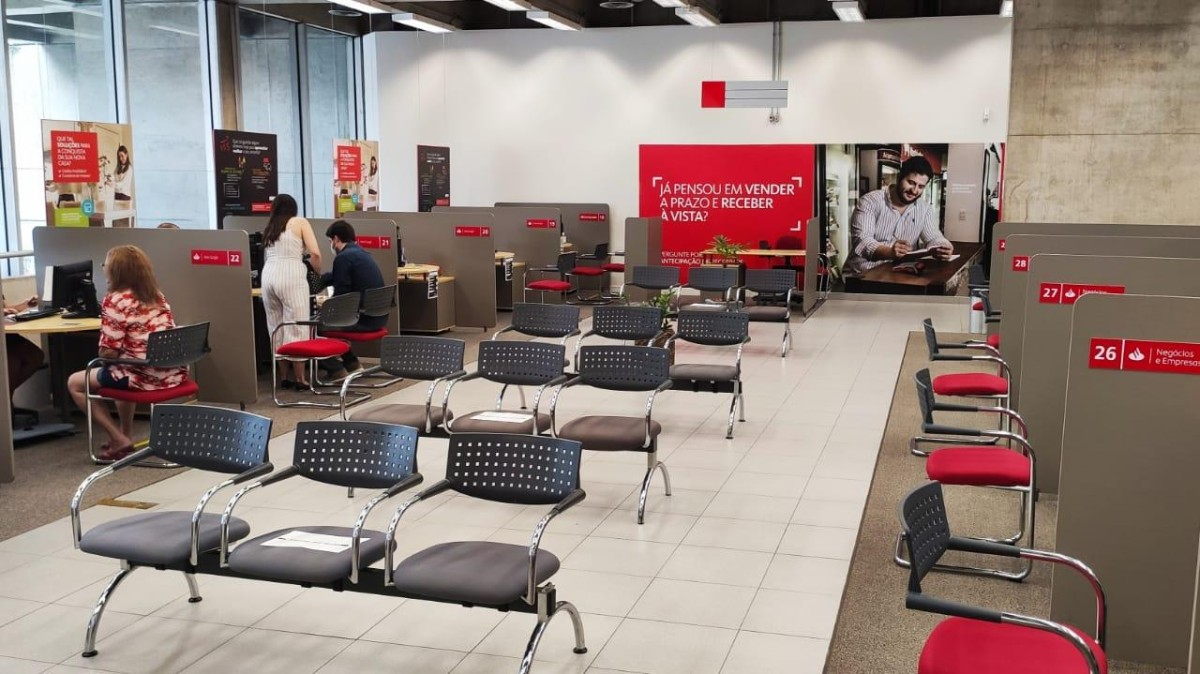 Bancário do Santander é reintegrado ao emprego após decisão judicial