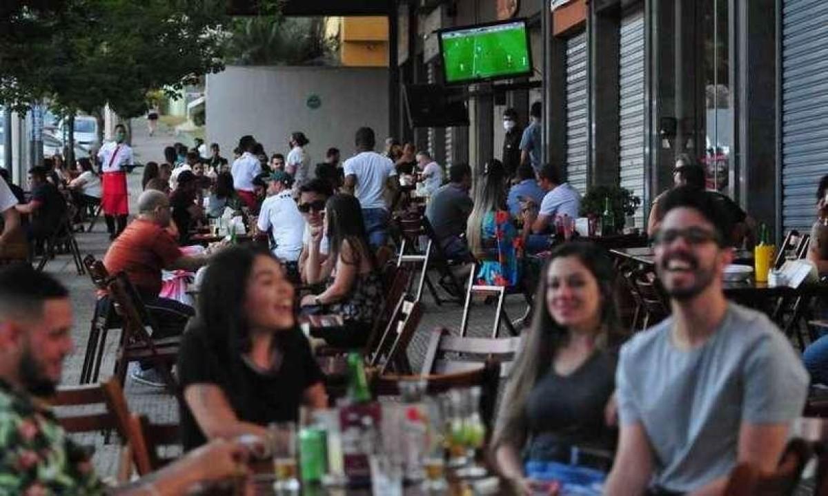 Bares e restaurantes são pontos críticos para infecção por COVID-19