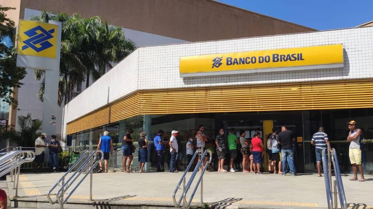 Com surto de covid em agências do Banco do Brasil, clientes sofrem para ser atendidos