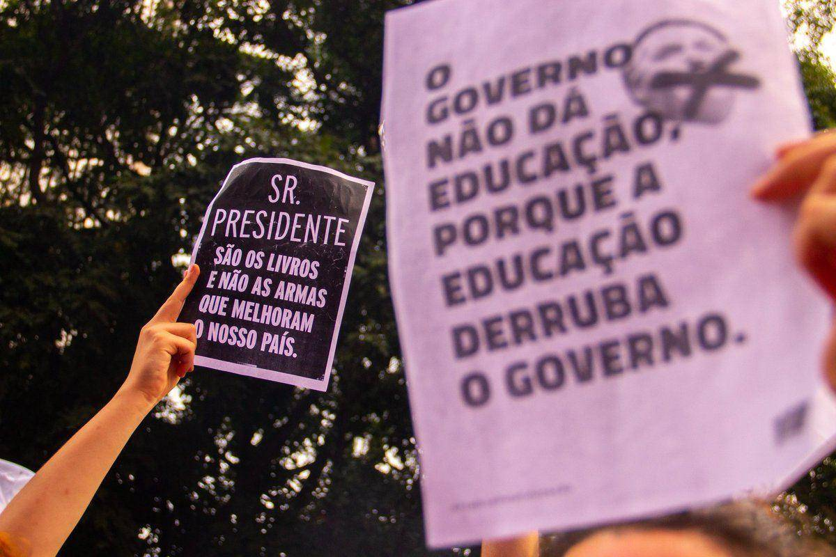 Governo quer tirar verbas da Educação para fazer obras
