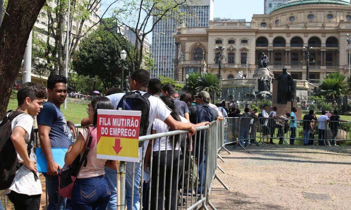 Bancos demitem em massa mesmo com R$ 1,2 trilhão dos cofres públicos