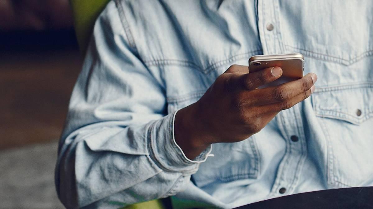 Homem chamado de 'macaco' no whatsapp será indenizado por ofensa racial