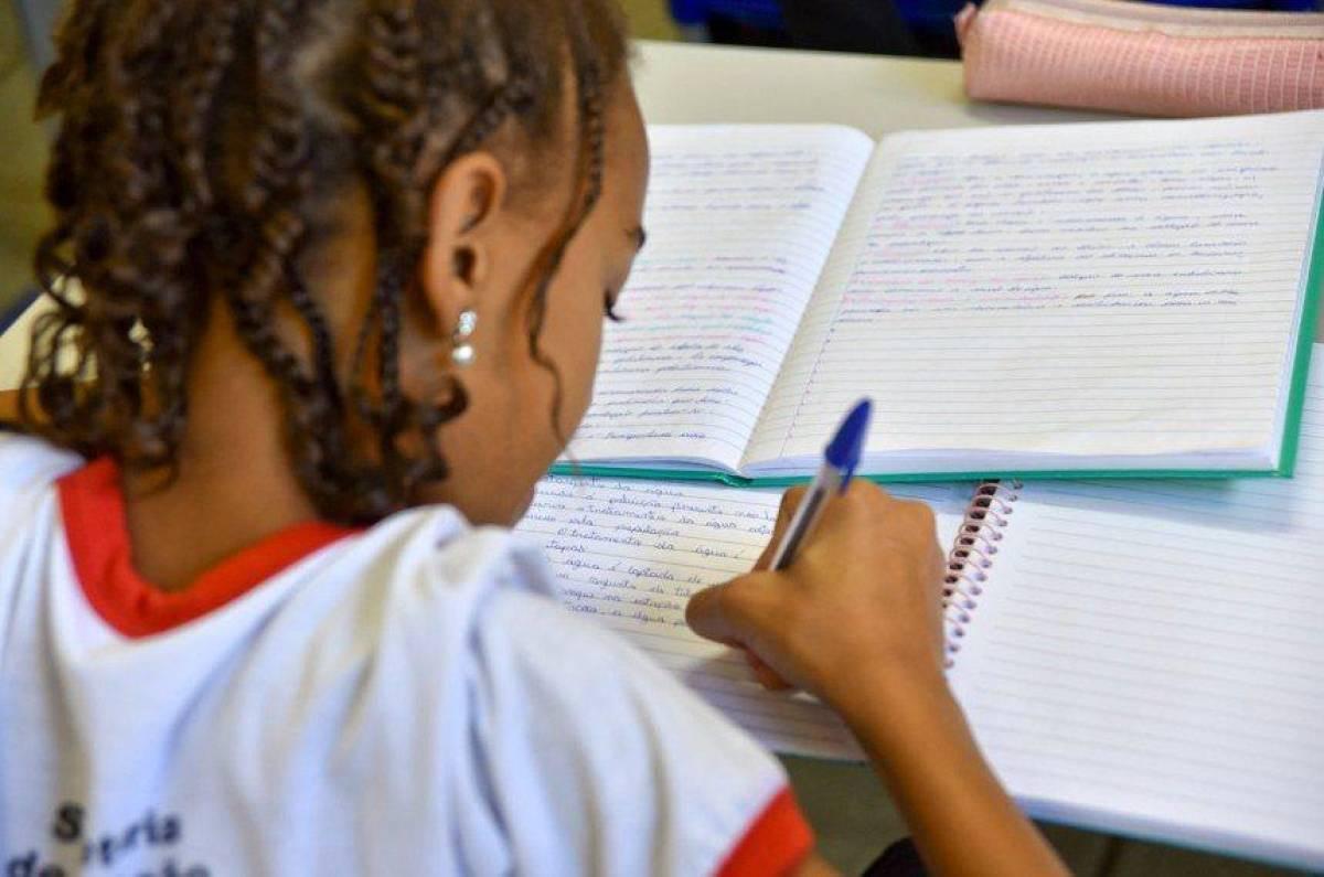 Projeto aprovado retira R$ 1,4 bilhão da educação para obras do governo