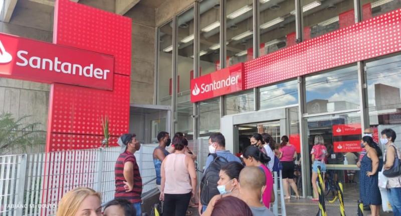 Santander faz funcionários passarem calor em São Vicente