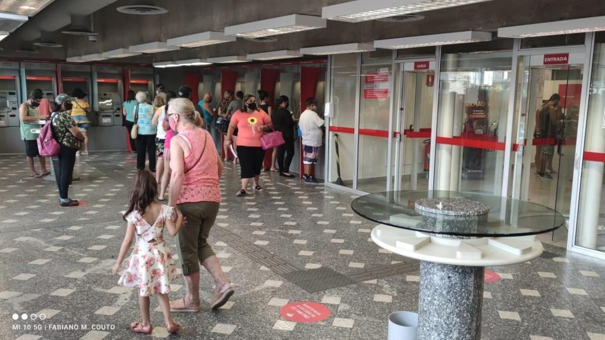 Agências bancárias funcionam normalmente até quarta-feira 30