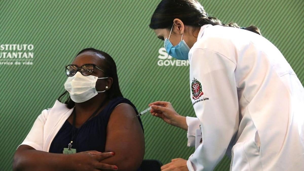 Anvisa aprova uso emergencial de vacinas CoronaVac e AstraZeneca no Brasil