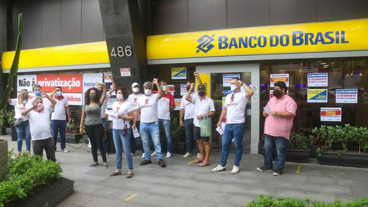 Protesto contra demissões e extinção de centenas de agências do BB