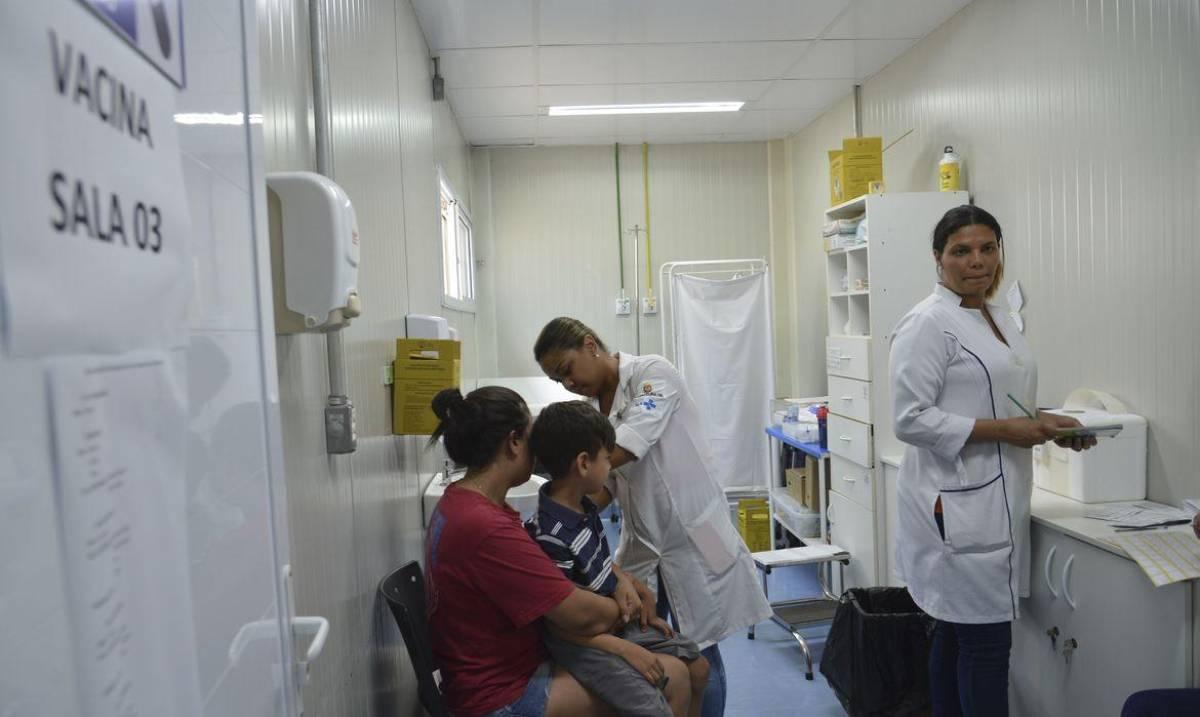 Quantidade de vacinas distribuídas deve durar três dias, diz especialista