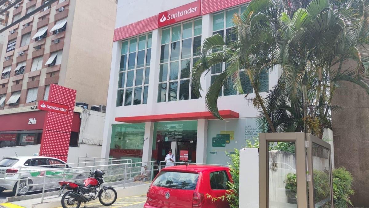 Sindicato fecha agência do Santander em Santos/SP para sanitização!