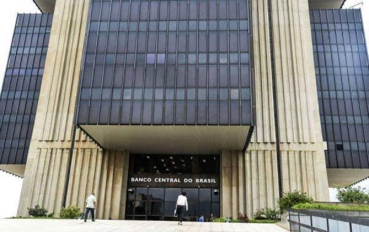 Banco Central entregue de bandeja aos banqueiros