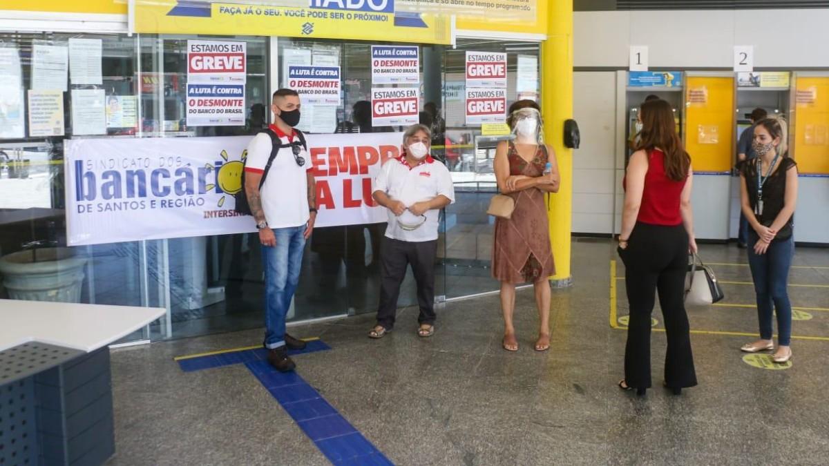 BB tenta intimidar grevistas em São Vicente/SP