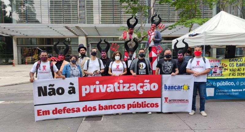 Sindicato de Santos e Região protesta contra desmonte do BB na Av. Paulista